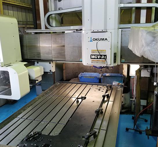 門型マシニングを保有し、4mまでのプレート加工に対応